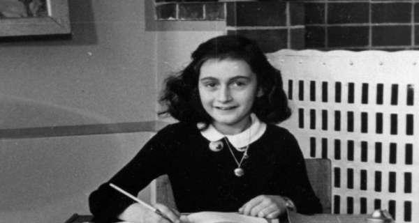 """Diğer Gözlerle Hayatı Görmek İçin 30 """"Anne Frank"""" sözü"""